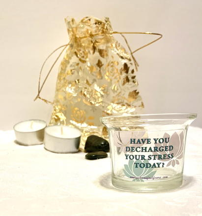 gift set to decharge stress with candle and stones